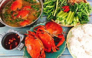 Nấu lẩu cua biển đơn giản mà ngon